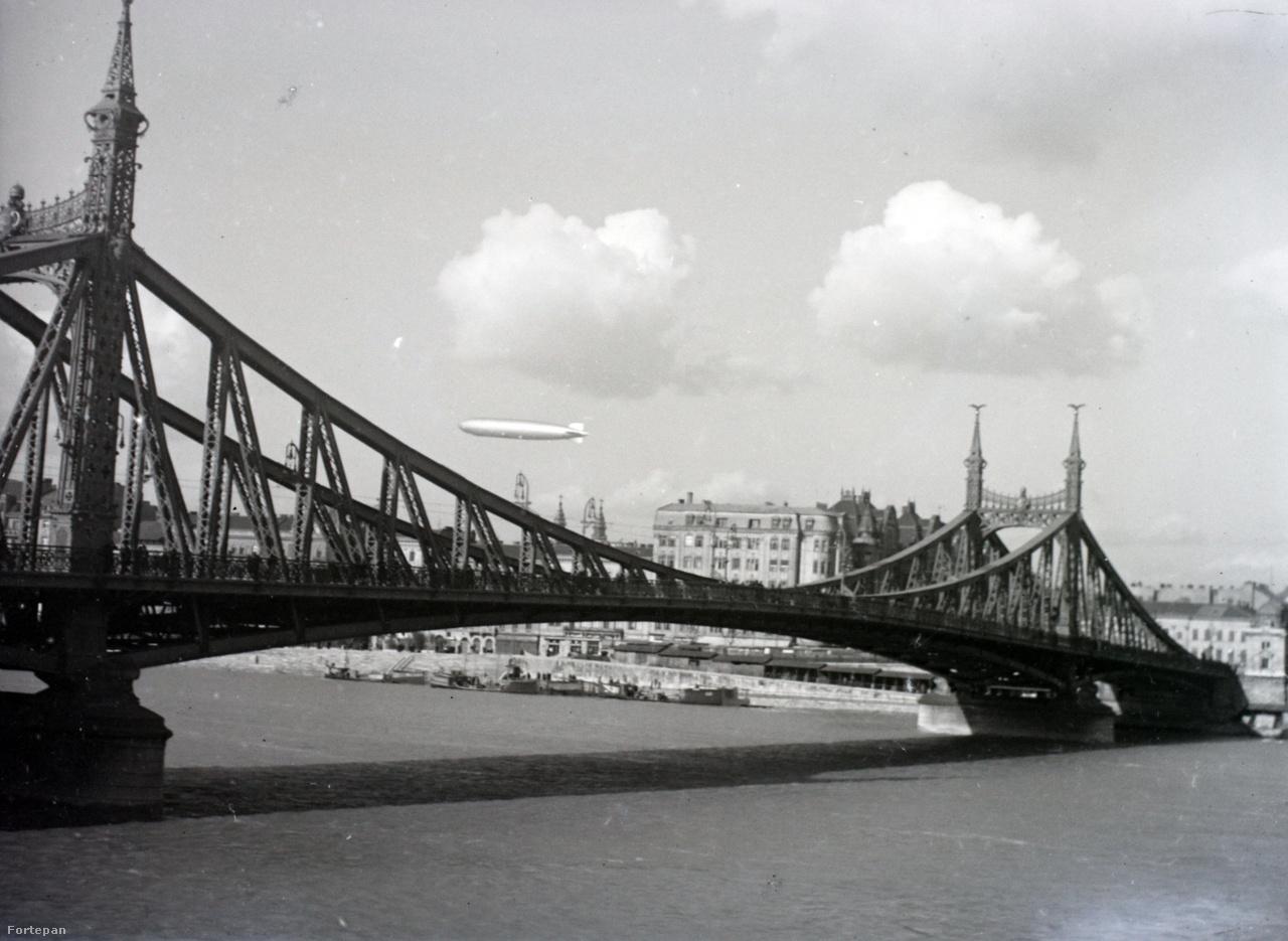 A Ferenc József híd (Szabadság híd) és a Graf Zeppelin.