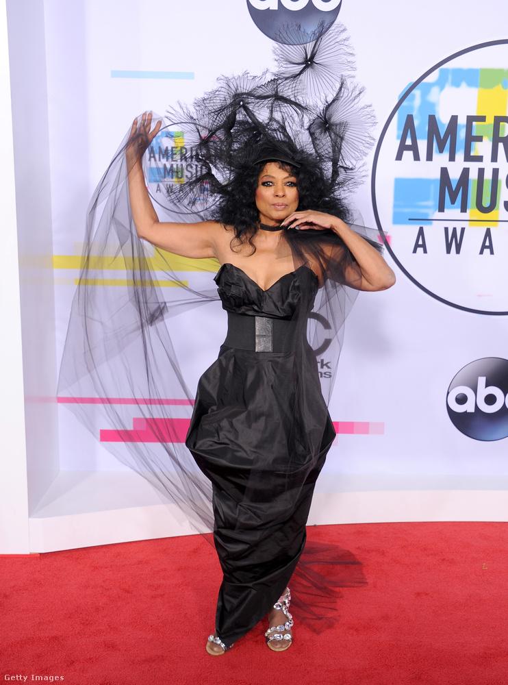 A 73 éves Diana Ross életműdíjat vett át az American Music Awardson.