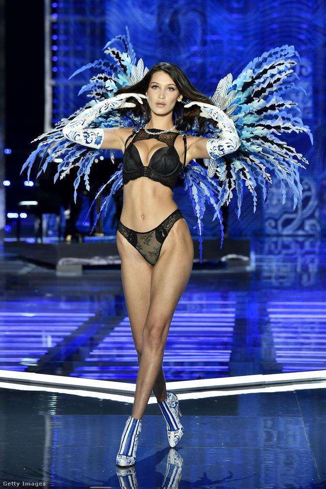 Megítélésünk szerint az idei Victoria's Secret divatshow-n két modell volt érdekesebb a többinél (leszámítva persze a röptében is bájos Ming Xit): a képen látható Bella Hadid, és Karlie Kloss