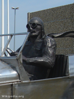 A szobor-Szisz hasonlít az ál-Sziszre