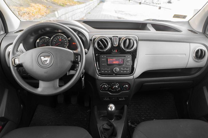 Mivel nem új, már nincs Dacia-szag, és az anyagok is sokkal jobbak, mint egy első generációs Loganban