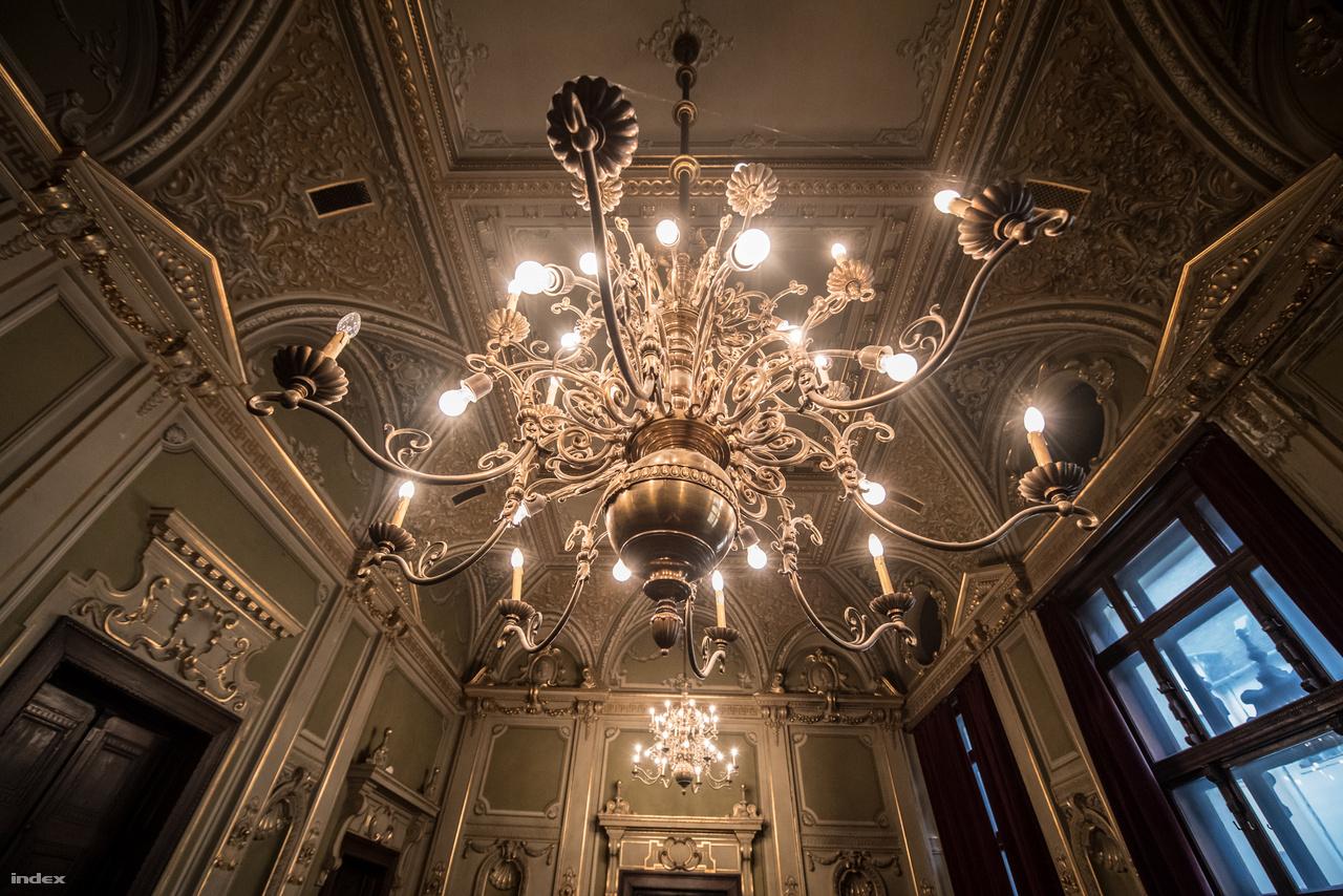 Az impozáns helyiséget egykor nagyobb perek idején tanácsteremként használták, manapság előadó- vagy konferenciateremként működik.