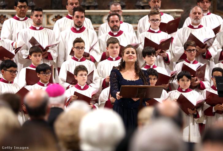 Cecilia Bartoli és a Sixtus-kápolna kórusa