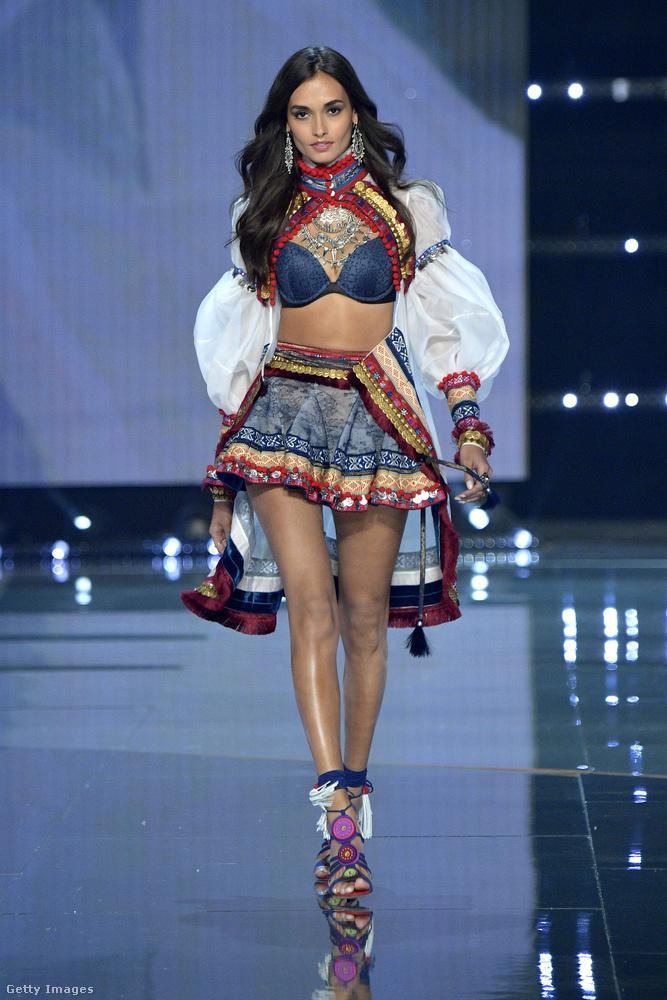 másrészt, hogy végül a képen látható Gizele Oliveira modell segítette fel, aki interjút is adott a témában