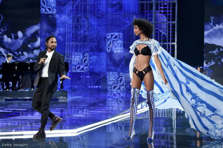 A bemutató utáni partira a bemutató tévéfelvétele után, körülbelül este kilenckor indultak el a modellek