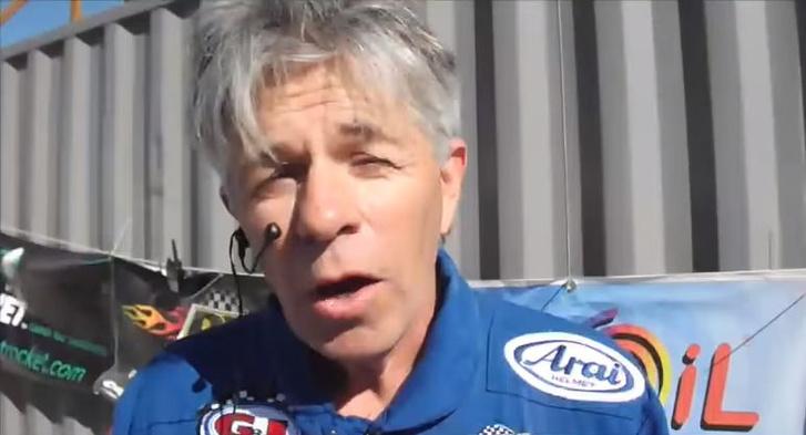 Mike Hughes a 2014-es emberes rakétatesztről készült videón, kilövés előtt.