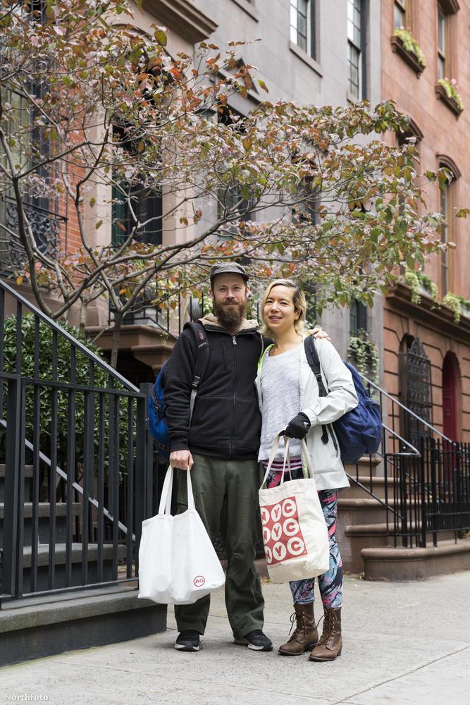 Közben a saját házukra sincs gondjuk, mert azt kiadják Airbnb-nek, de azt is úgy, hogy az egyik állandó vendég, akitől nem kérnek pénzt, viszont ki kell takarítania és rendben kell tartania az ingatlant.