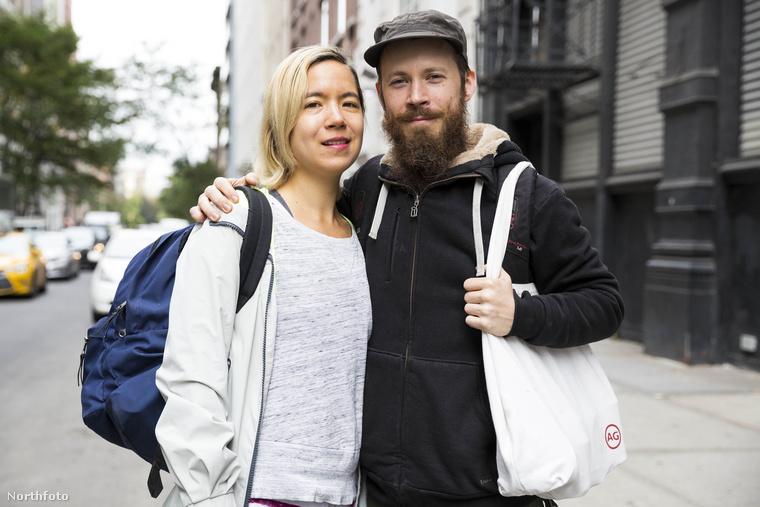 A képen látható pááral pontosan az történt, ami a címben is le van írva, hogy vettek egy lakást, majd hajléktalanok lettek