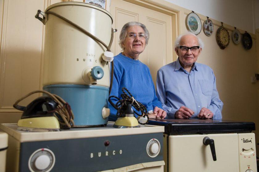 Sydney és Rachel Saunders az '50-es években jutott hozzá szárítógéphez, kazánhoz, tűzhelyhez és mosógéphez. Ezek a darabok még most is működnek.