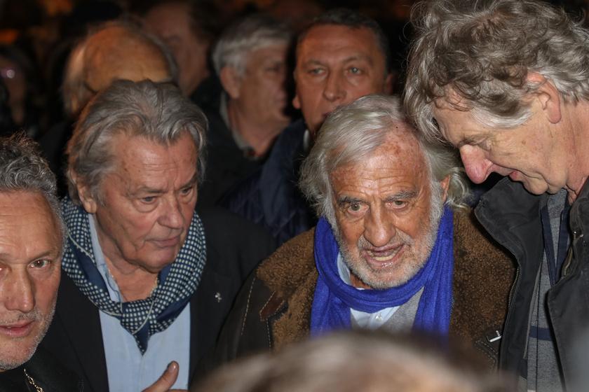 A rajongók azonnal megrohamozták a két idős színészlegendát.