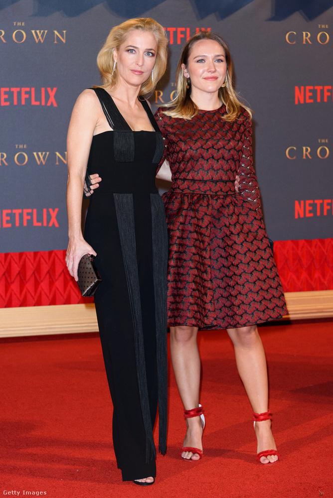 """A fiatal nőről keveset lehet tudni a Google is csak """"Gillian Anderson lányaként"""" említi"""