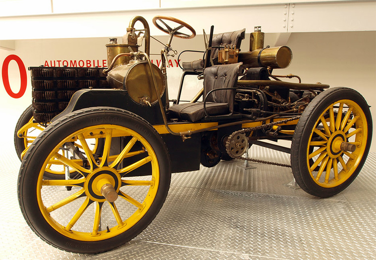 Nem kellett sokat várni az első versenyautóra sem: 1900-ban készült a Rennzweier