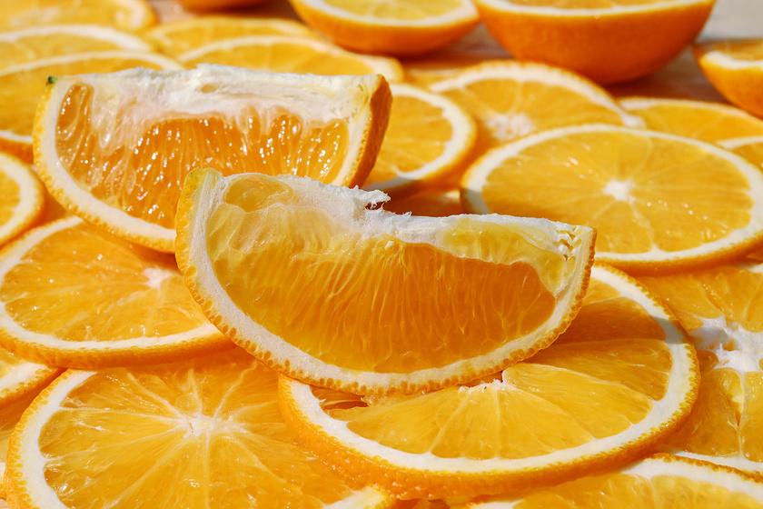 A narancsot többnyire C-vitamin tartalma miatt emlegetik, pedig a gyümölcs B6-vitamint is tartalmaz, amely fontos szerepet játszik az idegrendszer működésében, így a rosszkedvet is elűzheti.