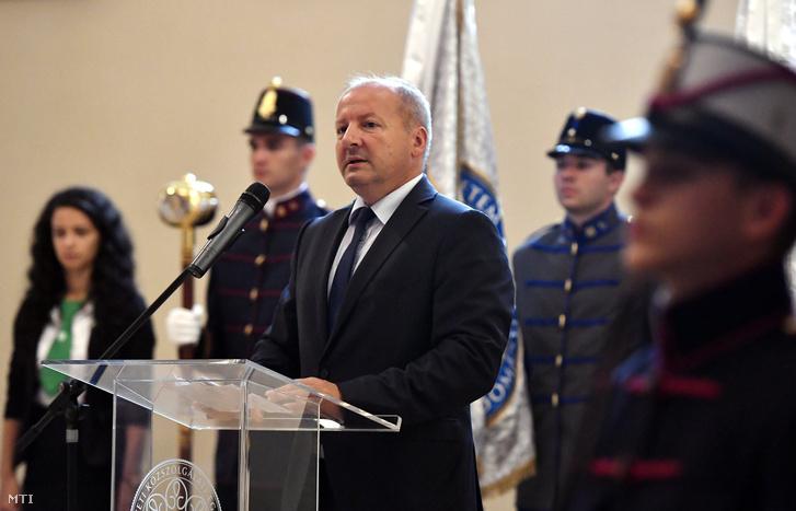Simicskó István honvédelmi miniszter (k) a Nemzeti Közszolgálati Egyetem tanévnyitó ünnepségén Budapesten 2016. szeptember 5-én.