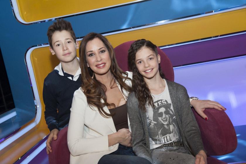 """Demcsák Zsuzsa lánya, Tamara arra a kérdésre, hogy """"Mi az, amit még soha nem láttál anyutól reggelente?"""", azt válaszolta a Vigyázat, gyerekkel vagyok! című műsorban: fürödni."""