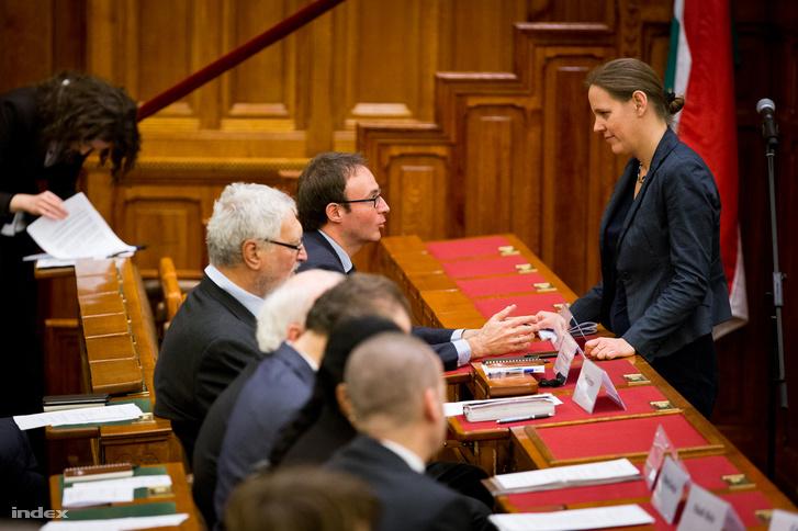 Sefano Bottoni (MTA TTI) és Földváryné Kiss Réka (Nemzeti Emlékezet Bizottságának elnöke)