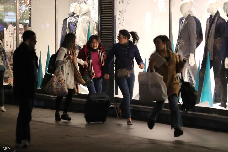 Menekülő emberek az Oxford Street-en 2017. november 24-én