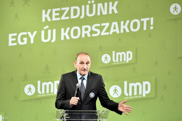 Gémesi György az Új Kezdet párt elnöke beszédet mond a Lehet Más a Politika kongresszusán 2017. szeptember 30-án