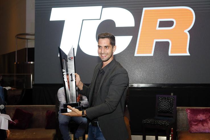 Az év végére megnyert trófea, a csapatbajnoknak járó elismerés.