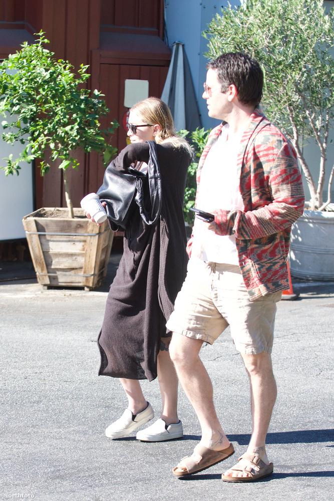 A párt Santa Monicában fotózták le és ez a Daily Mail szerint azért nagyon érdekes, mert Ashley Olsent általában New Yorkban lehet látni.