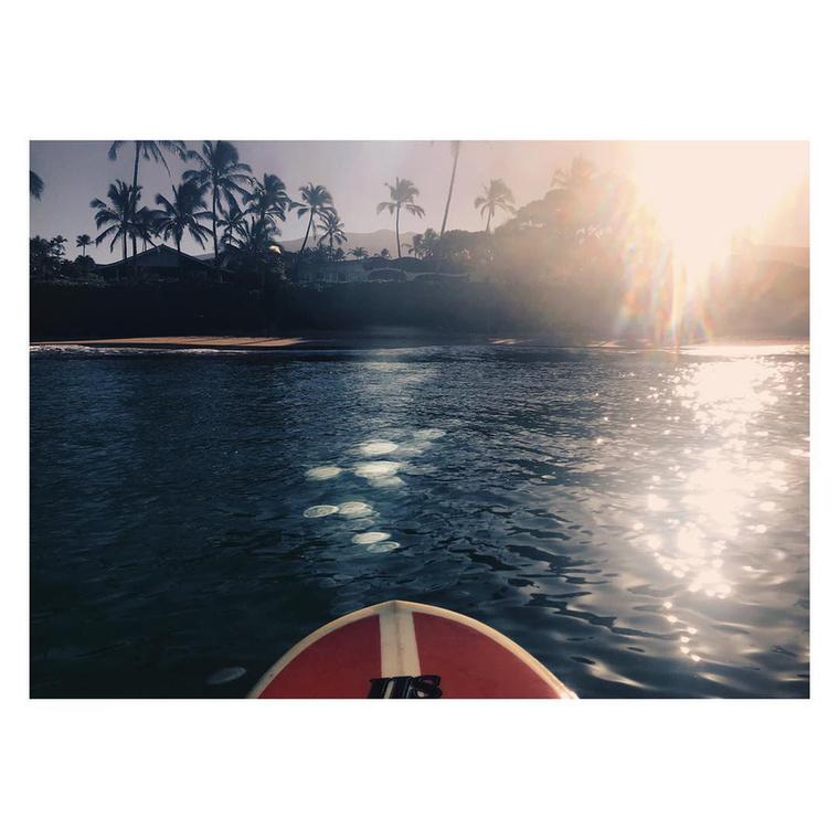 Az ő szemszögéből így néz ki a vízparti üdülés (az Instagramjára posztolta ezt, és az előző képet is),