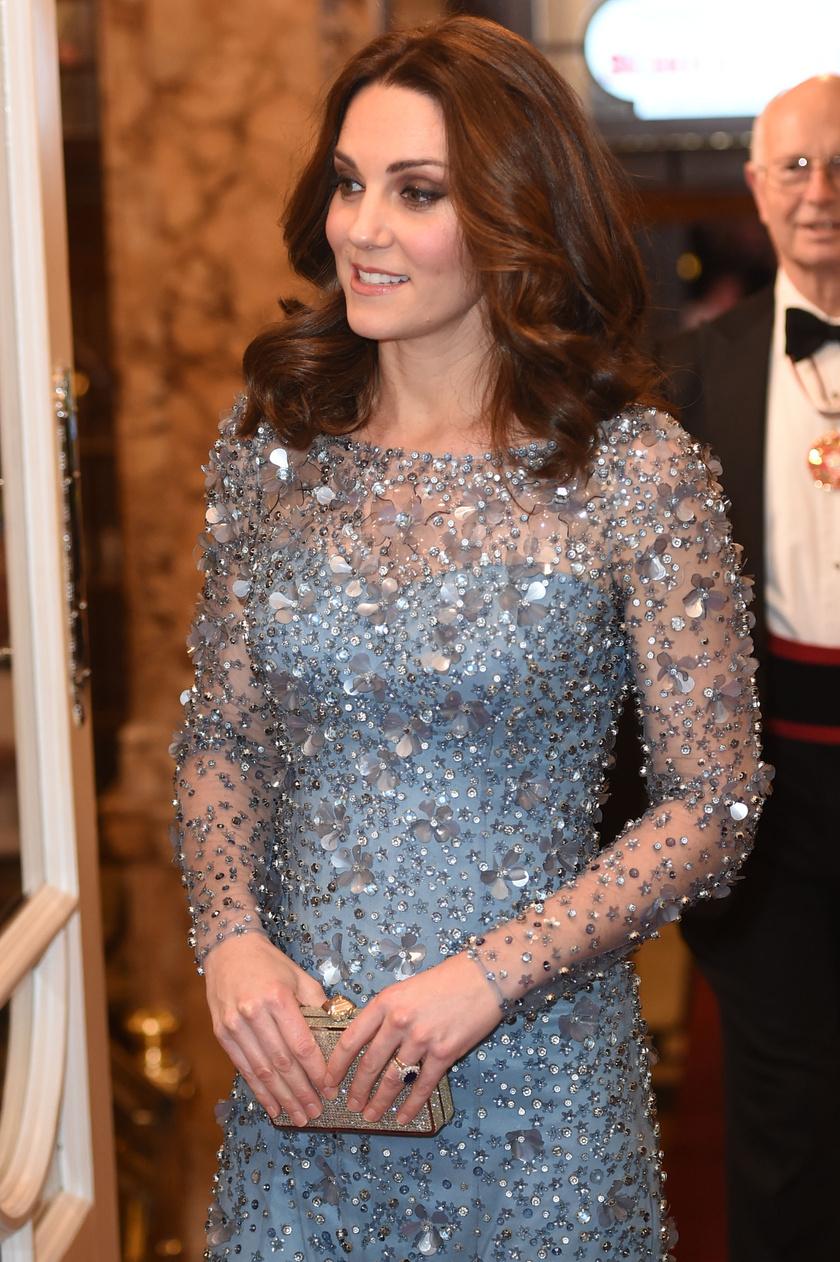 Katalin hercegné ezúttal is kedvenc tervezőjétől, Jenny Packhamtől választott ruhát.