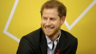 Hivatalos: Harry herceg eljegyezte Meghan Markle-t