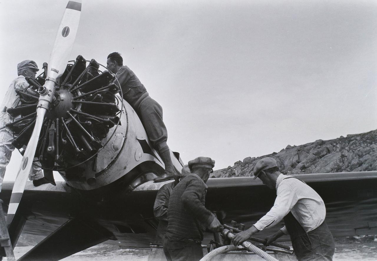 Ebből már meg tudtak venni egy Lockheed Sirius 8A-t. Az egymotoros, kétüléses, egyfedelű alsószárnyas gépet maga Charles Lindbergh ajánlotta, sőt, a Lockheed korábban kifejezetten Lindberghnek tervezte a típust; igaz, nem távrepülésre, hanem magáncélra, hidroplán-talpakkal felszerelve. Az óceánrepüléshez egy magyar mérnök alakította át, hogy minél több üzemanyagot tudjon magával vinni.