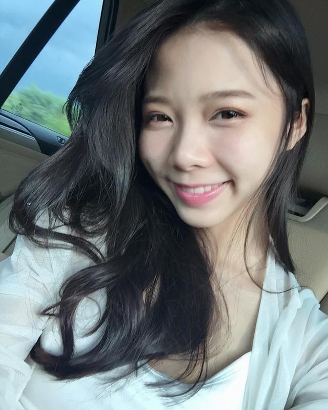 Ahogy abban is, hogy bár kétségtelen, hogy Chen nagyon csinos és bájos, de első ránézésre abszolút nem tűnik felnőtt nőnek