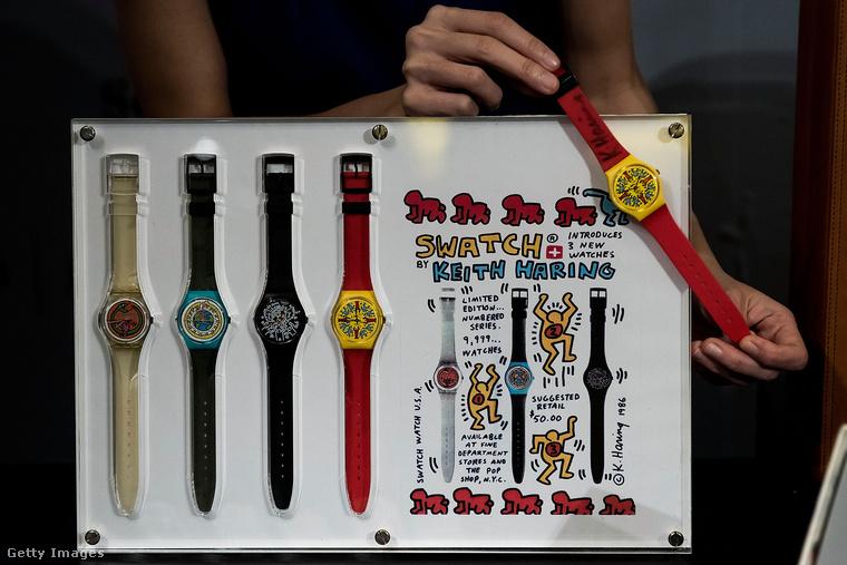 Haring rajzai jópofák és harsányak voltak, a színek rögtön jobb kedvre derítik az embert, nem? Nem csoda, hogy a '90-es évekre ezek az egyvonalas figurák már mindenhol ott voltak, a Swatch óragyár például kiadott egy sorozat haringes órát.
