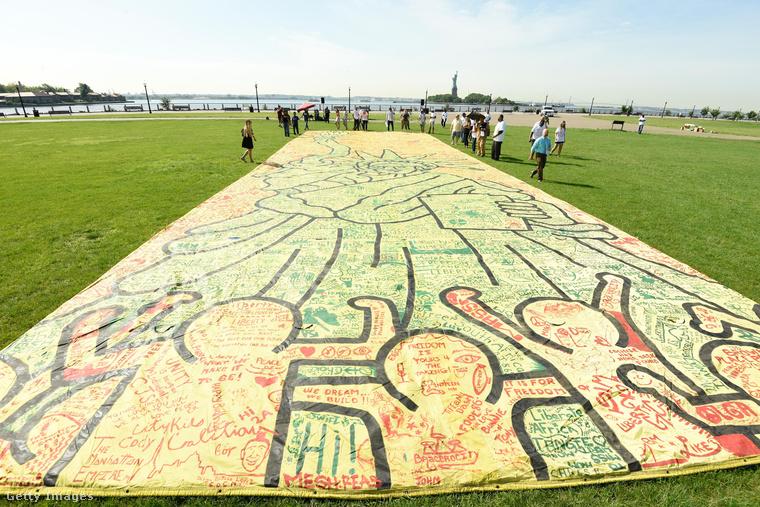 Ez Keith Haring legnagyobb méretű alkotása, a következő képen pedig a legutolsó falrajza látható