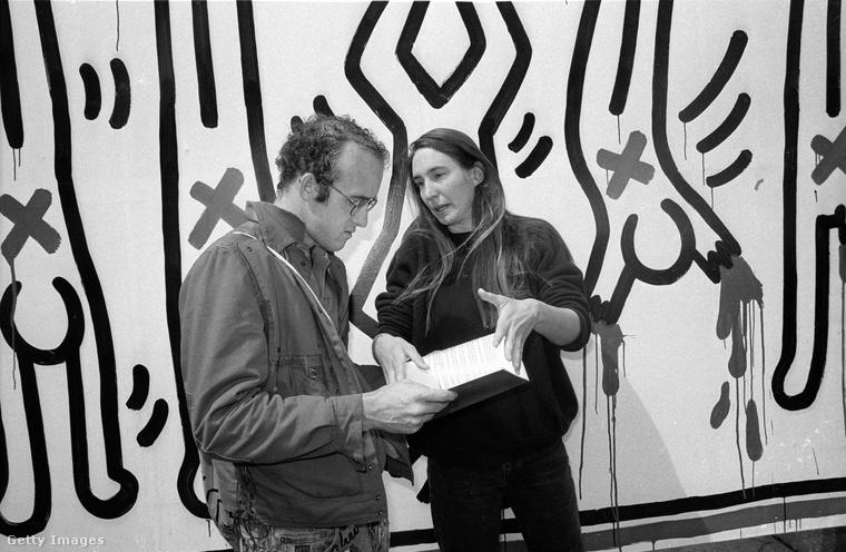 Haring megtartotta jellegzetes, egyvonalas figuráit, de a témák egyre messzebb kalandoztak attól a vidám és felszabadult hangulattól, amiről a nagyközönség azóta is elsősorban ismeri őt.