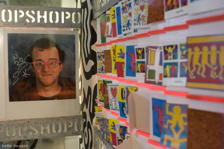 De Keith Haring maga is nyitott egy saját üzletet New Yorkban 1986-ban Pop Shop néven, ahol saját rajzaival díszített tárgyakat kezdett el árulni