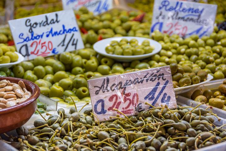 Oliva bogyók a malagai piacon