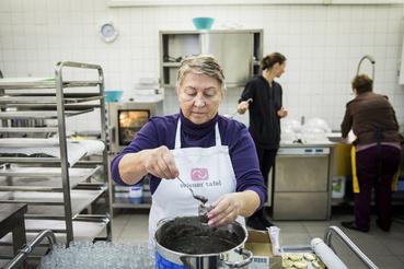 A Wiener Tafel főzős eseményeire sok menekült jár, hiszen itt találkozni és beszélgetni tudnak a helyiekkel, amire máshol nincs lehetőségük.