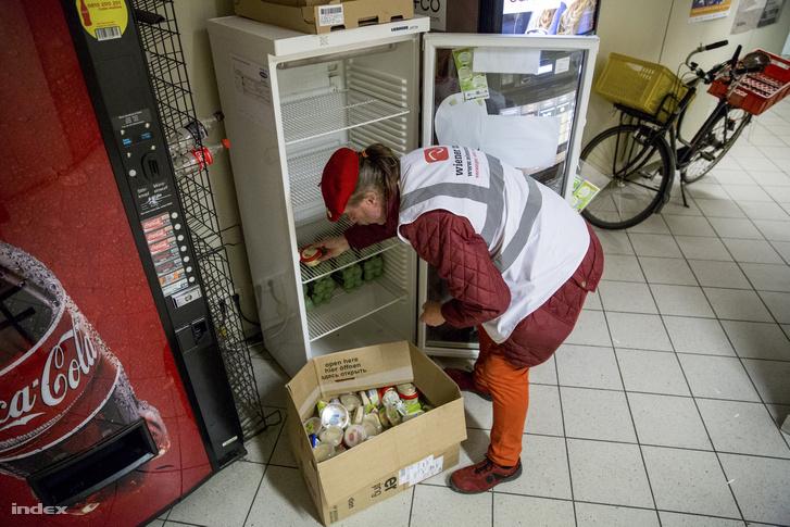 Az élelmiszermentés fontos részét képezi Bécsben a lakosság által mentett élelmiszer is, ami főleg a város különböző pontjain kihelyezett közösségi hűtőkben gyűlik össze.