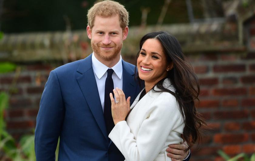 Harry ezzel a gyönyörű gyűrűvel kérte meg csinos kedvese kezét - állítólag Diana gyémántjaiból is került bele néhány.