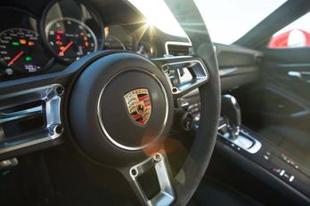 Porsche: nálunk az utolsó pillanatig lesz kormánykerék