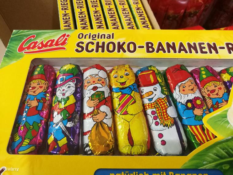 Eleve a banános csoki is viszonylag új szereplő a karácsonyi piacon, de máris berángatták a buliba a Csizmás Kandúrt, és egy nagyon furcsa, medve szerű  csámpás kutyát