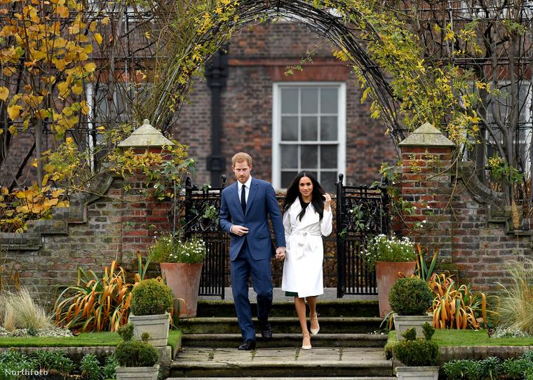 A pár a Kensington-palotában állt a nyilvánosság elé, egészen pontosan a Sunken Garden nevű kertrészben, amelyet Diana hercegnő, Harry édesanyja nagyon szeretett
