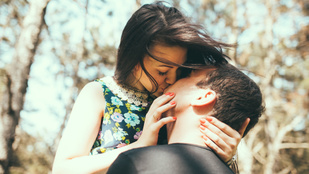 Hagytam, hogy megcsókoljon, csak a bűntudatra emlékszem