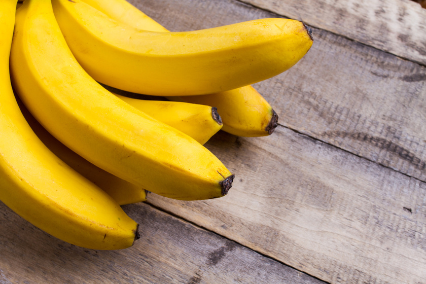 A banán a gyümölcsök közt kiemelkedő cukortartalommal rendelkezik, mégsem kell száműzni. Futás előtt vagy süteményekben, magas rosttartalmú összetevők mellett belefér.