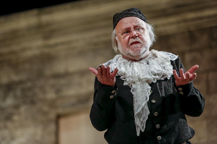 Haumann Péter a Fösvény című darabban.