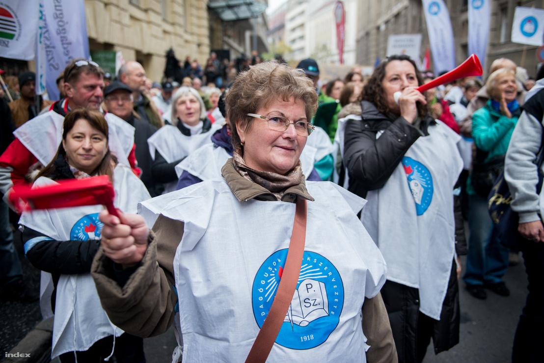 Pedagógustüntetés 2014 novemberében