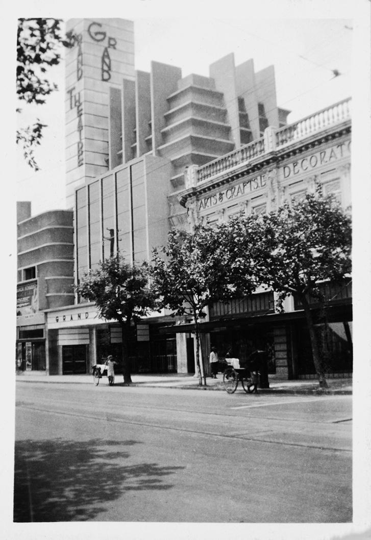 Farkas Imre: Grand Theatre, tervezte Hudec László.                          1933–1934. Fekete-fehér fotográfia. Magángyűjtemény