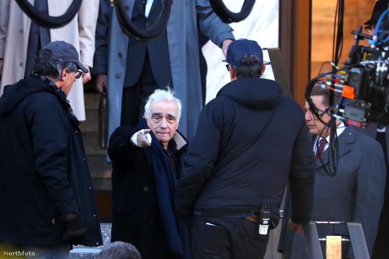 ...Martin Scorsese.Scorsese és De Niro annak idején rengeteget forgatott együtt, de az utolsó közös nagyjátékfilmjük az 1995-ös Casino volt