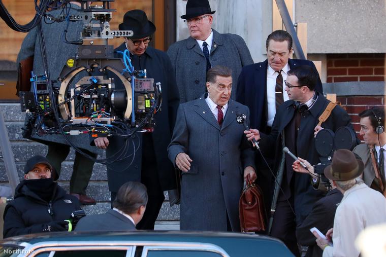 A két színészlegenda egyébként már a 70-en is jóval túl van: Robert De Niro 74 éves, Al Pacino 77.