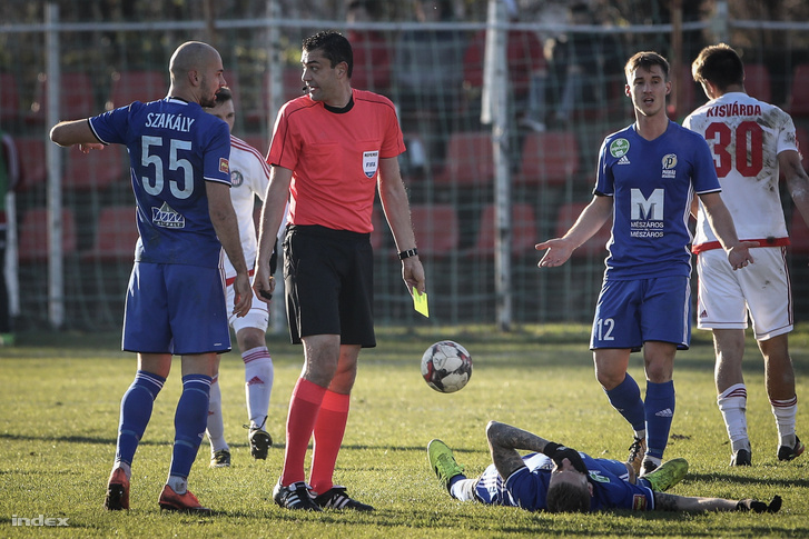 Kassai Viktor játékvezető a labdarúgó Magyar Kupában a legjobb 16 közé jutásért játszott Kisvárda - Puskás Akadémia FC mérkőzésen Kisvárdán 2017. november 28-án.
