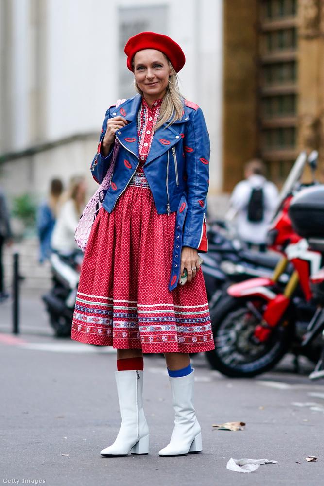 Egyes divatszakértők szerint piros barettet csak az visel, aki egy kis ironiát akar csempészni a szettjébe.