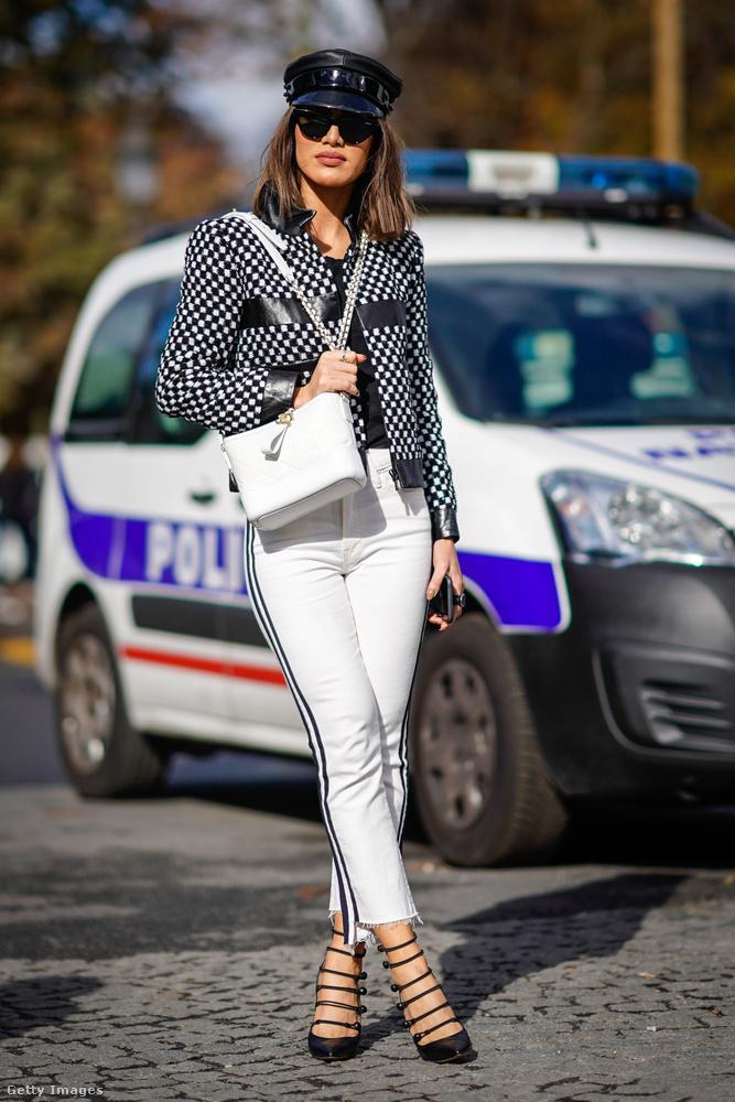 Egyébként Maria Grazia Chiurinak, a Dior vezető tervezőjének köszönhetjük, hogy visszajött a sapka forma a divatba